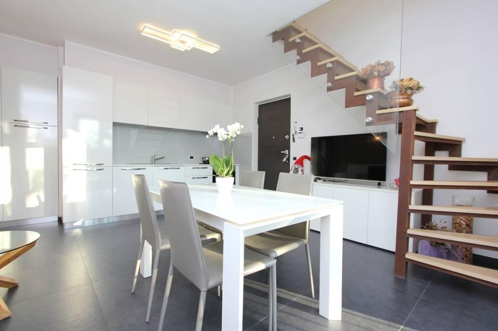Appartamento in vendita a Carlazzo, 4 locali, prezzo € 260.000 | PortaleAgenzieImmobiliari.it