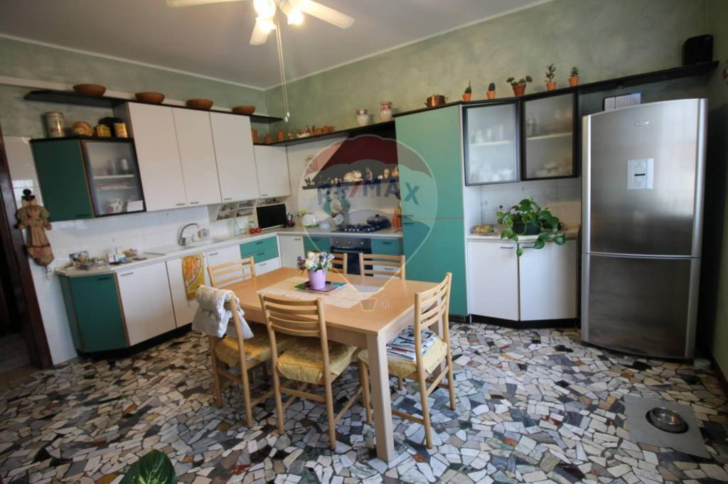 Appartamento in vendita a Vicenza, 5 locali, prezzo € 89.000 | CambioCasa.it