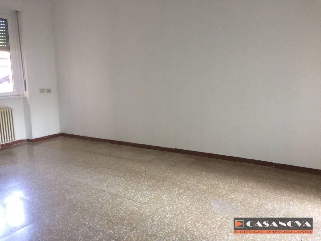 Appartamento in vendita a Olgiate Comasco, 3 locali, prezzo € 90.000 | CambioCasa.it
