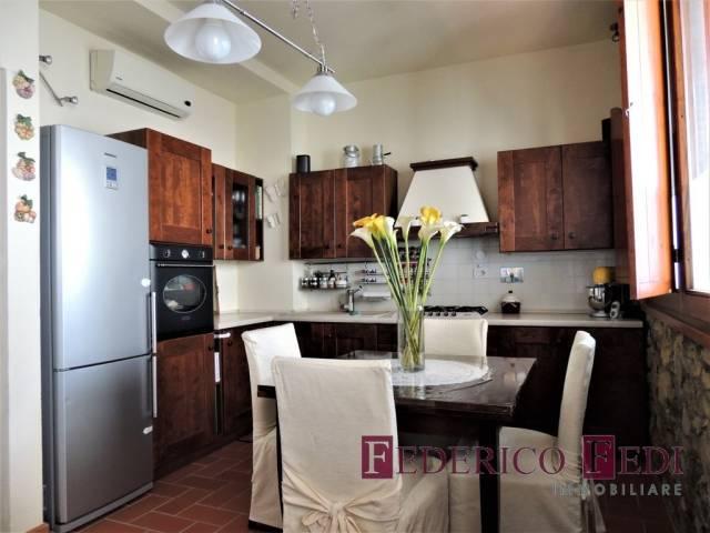 Appartamento in ottime condizioni parzialmente arredato in vendita Rif. 7002857