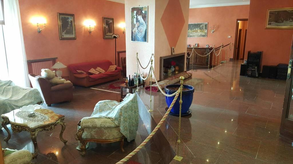 Villa in vendita a Montebello della Battaglia, 6 locali, Trattative riservate | CambioCasa.it