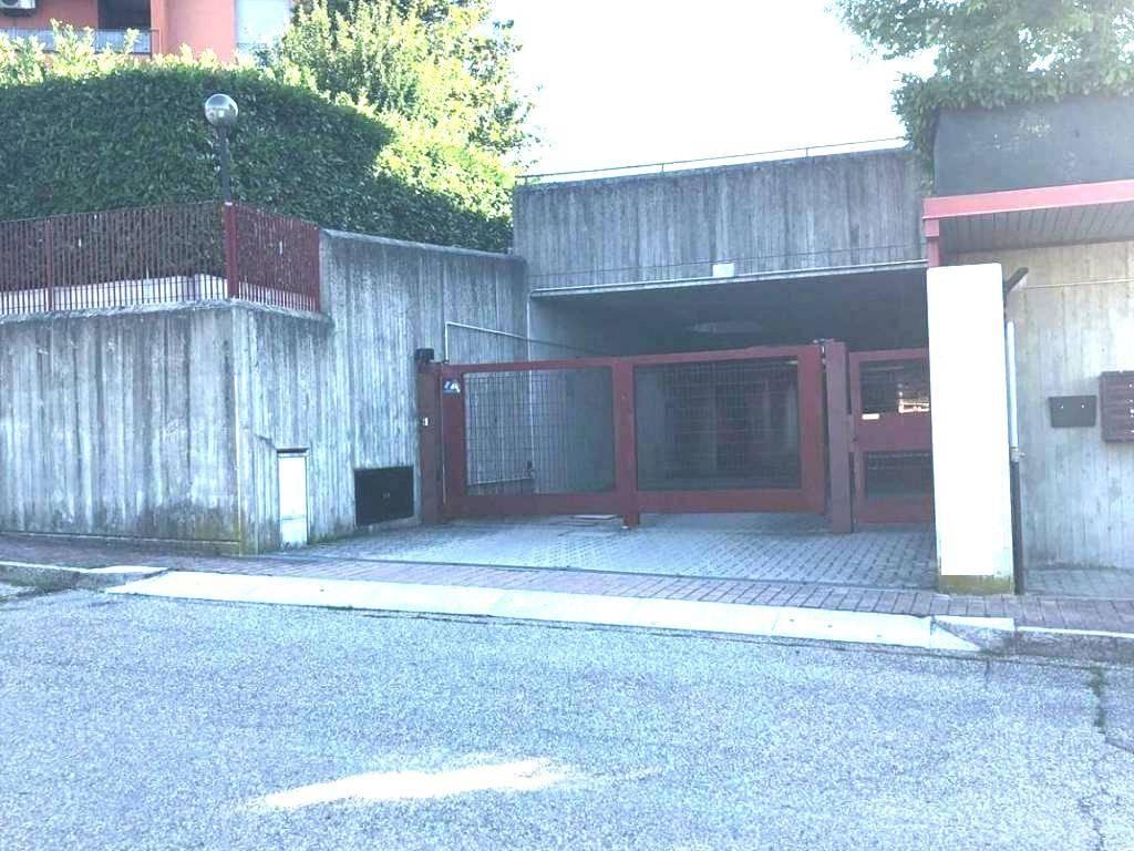 Posto-box auto in Vendita a Pianoro Centro: 25 mq