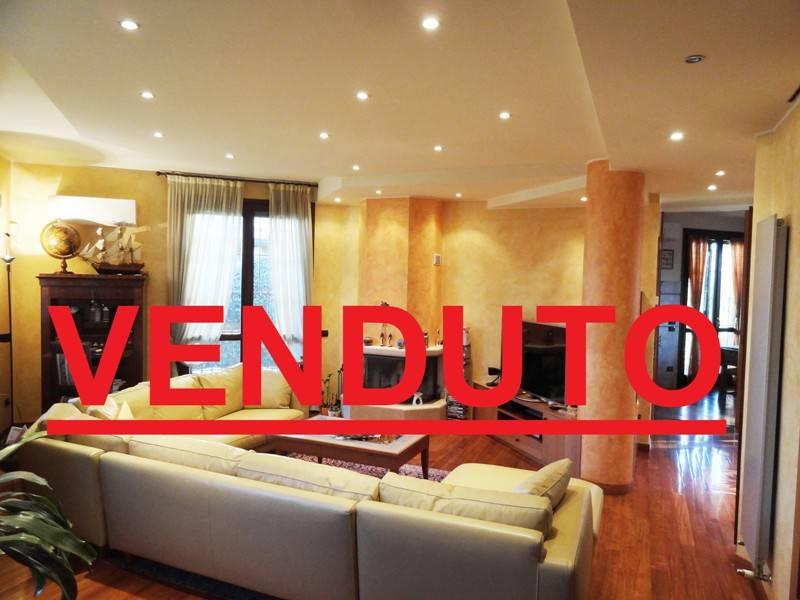 Villa in ottime condizioni in vendita Rif. 9308596