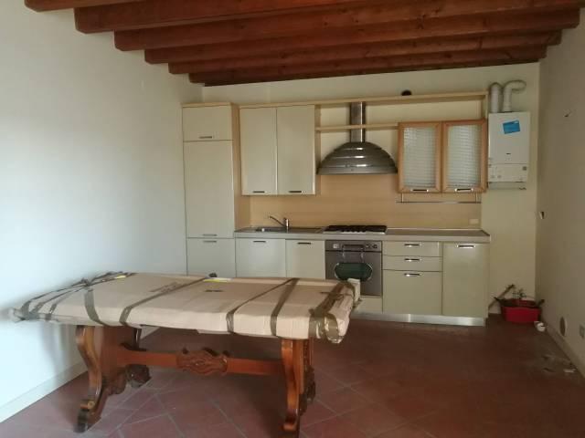 Appartamento in ottime condizioni in affitto Rif. 6181884