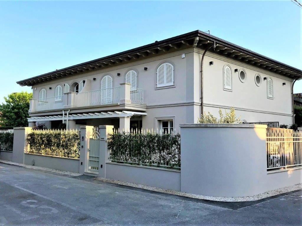 Villa in vendita a Pietrasanta, 6 locali, prezzo € 690.000 | CambioCasa.it