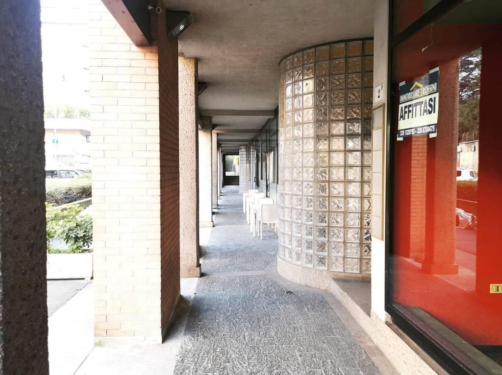 Negozio / Locale in affitto a Varese, 2 locali, prezzo € 1.000 | CambioCasa.it