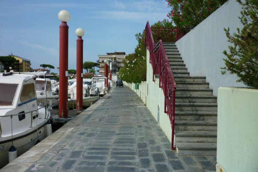 Appartamento in vendita a Montignoso, 4 locali, prezzo € 350.000 | PortaleAgenzieImmobiliari.it