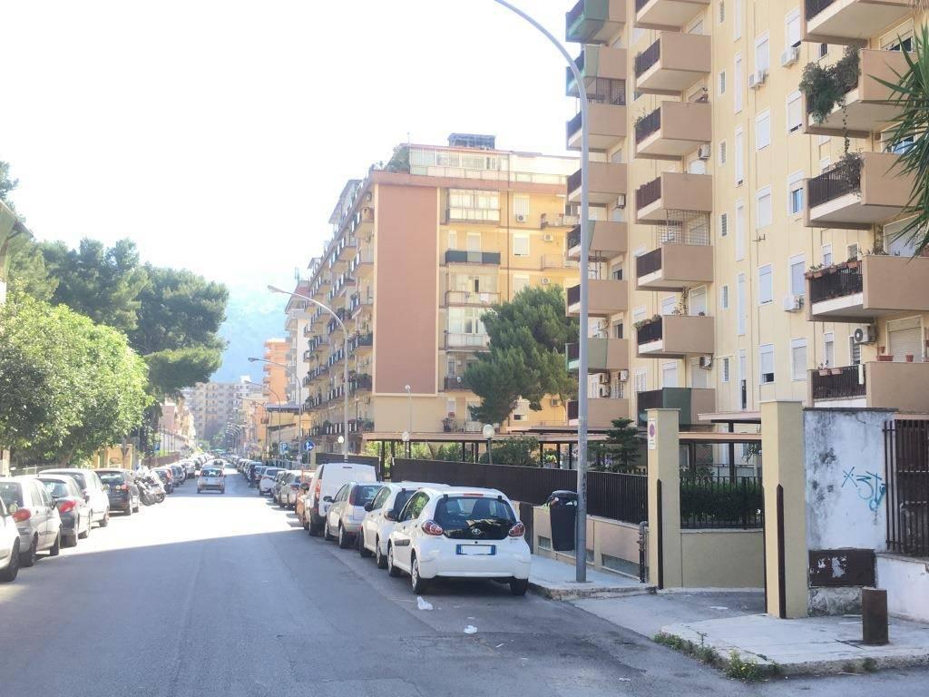Appartamento in Vendita a Palermo Semicentro:  3 locali, 111 mq  - Foto 1