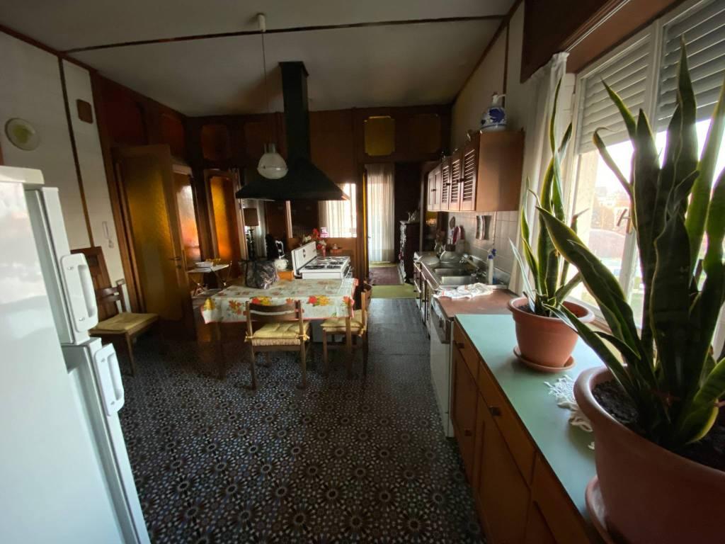 Appartamento in vendita a Chieri, 6 locali, prezzo € 195.000 | PortaleAgenzieImmobiliari.it