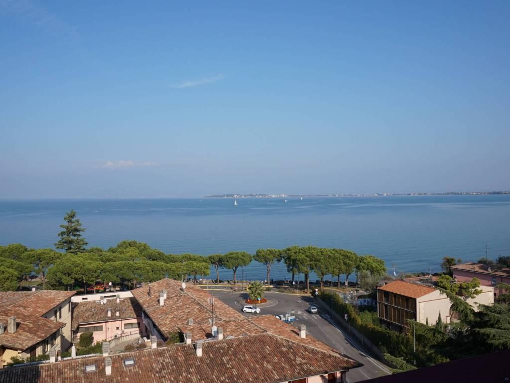 Attico / Mansarda in vendita a Desenzano del Garda, 5 locali, prezzo € 785.000 | PortaleAgenzieImmobiliari.it