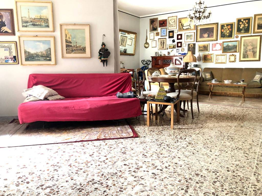Appartamento in vendita a Surbo, 6 locali, prezzo € 110.000 | PortaleAgenzieImmobiliari.it