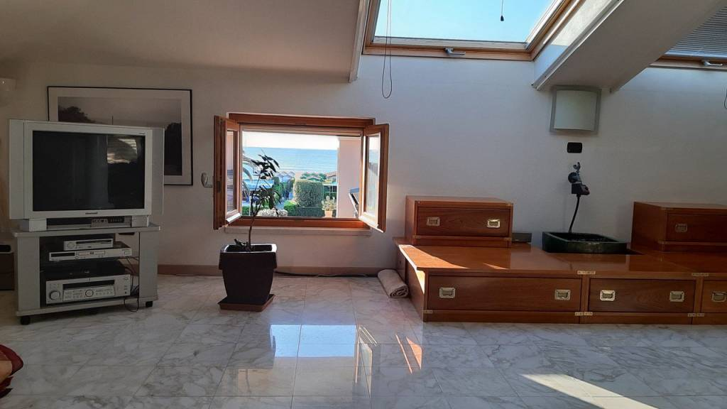 Attico / Mansarda in vendita a Forte dei Marmi, 5 locali, prezzo € 750.000 | PortaleAgenzieImmobiliari.it