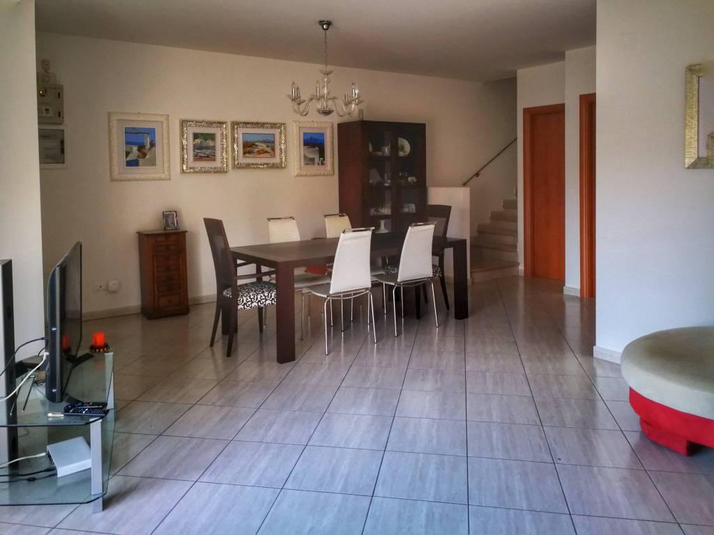 Appartamento in vendita a Città Sant'Angelo, 5 locali, prezzo € 190.000 | PortaleAgenzieImmobiliari.it