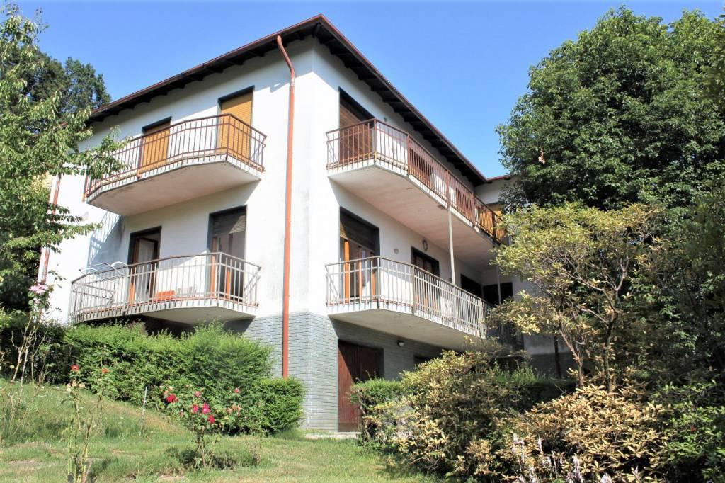 Villa in Vendita a Verbania Periferia: 5 locali, 195 mq