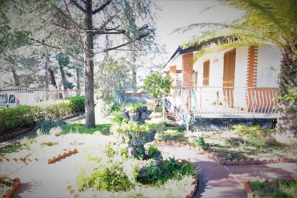 Villa in Vendita a Pedara Centro: 5 locali, 140 mq