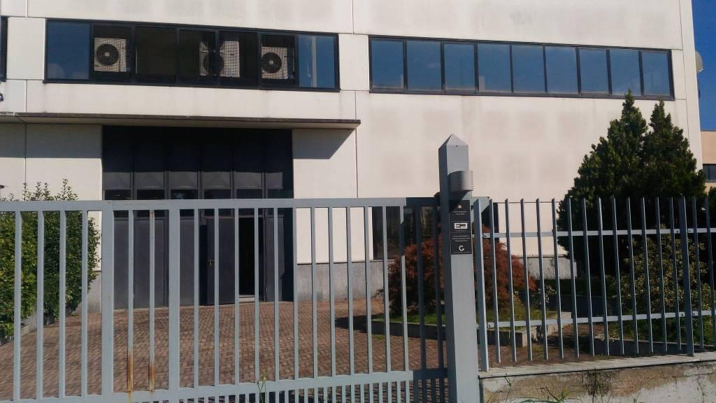 Capannone in affitto a Beinasco, 6 locali, prezzo € 4.900 | PortaleAgenzieImmobiliari.it