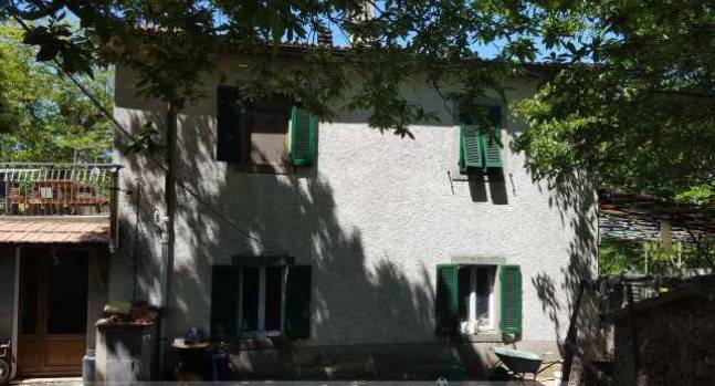 Rustico / Casale in buone condizioni in vendita Rif. 8298182