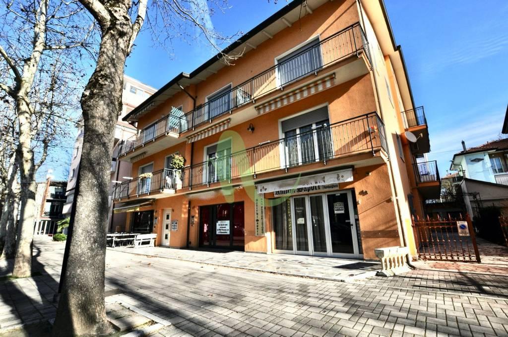 Appartamento in Vendita a Cesenatico Centro: 3 locali, 110 mq