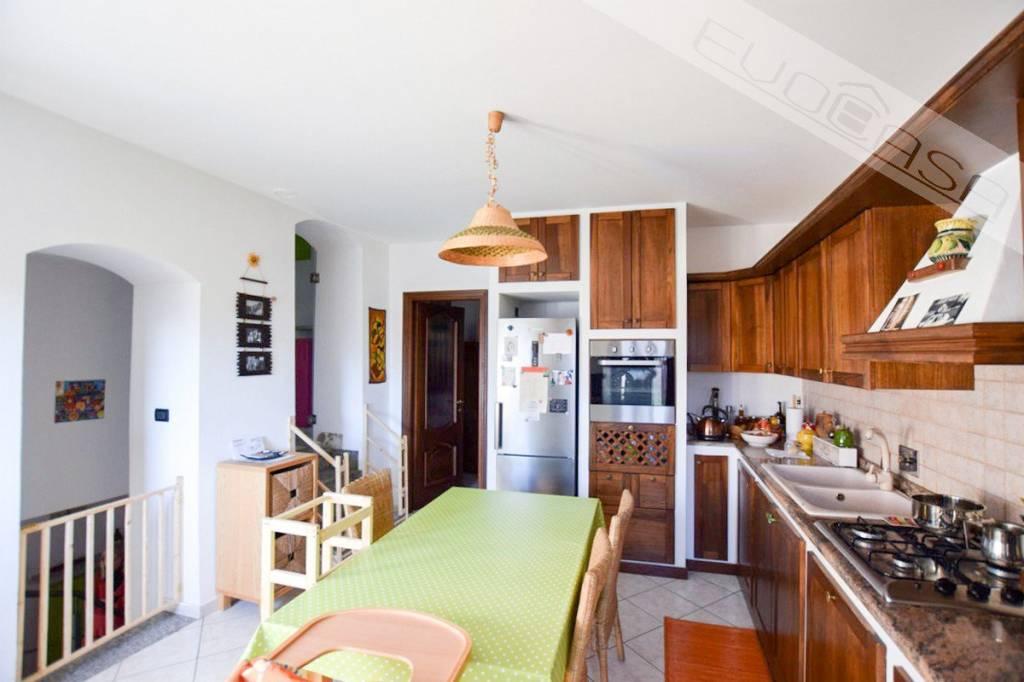 Appartamento in ottime condizioni in vendita Rif. 9305771