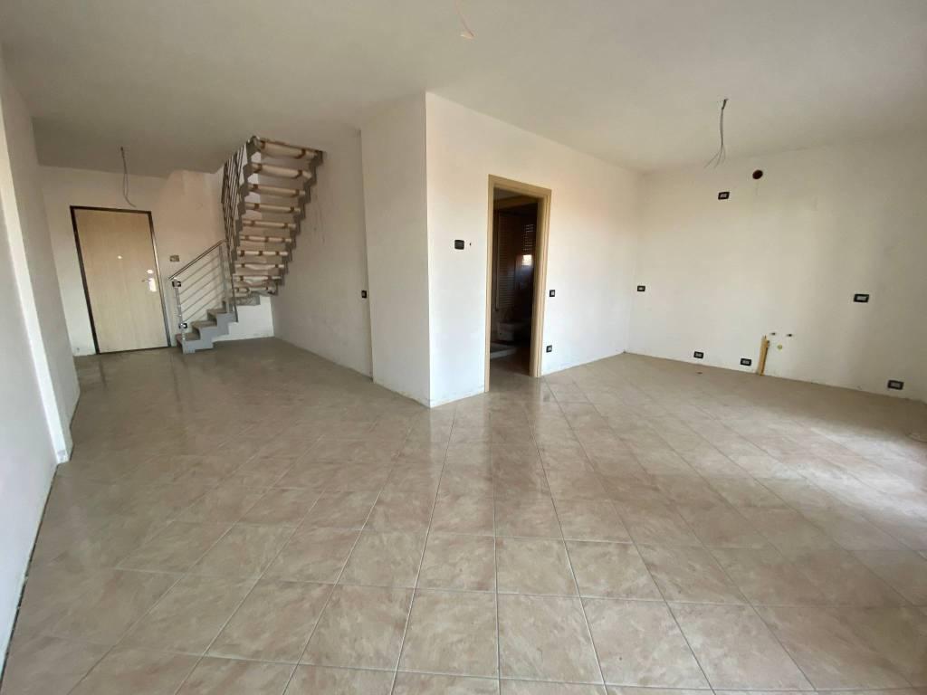 Appartamento in vendita a Borgomanero, 4 locali, prezzo € 198.000 | PortaleAgenzieImmobiliari.it