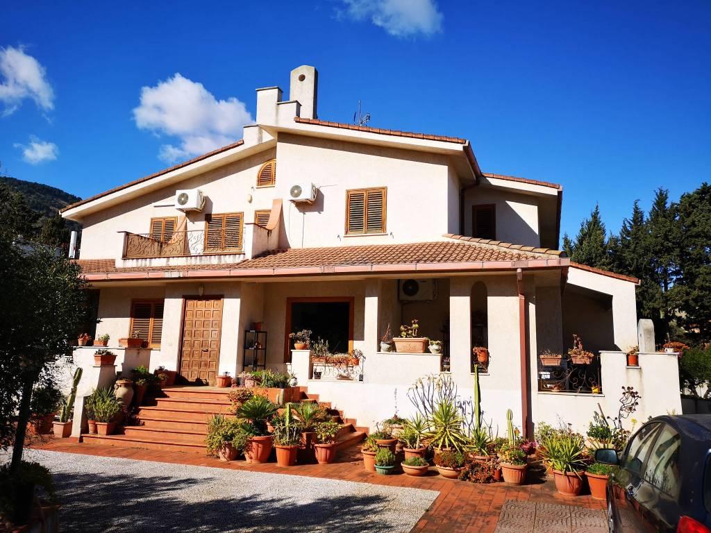Villa in Vendita a Palermo Semicentro Nord: 5 locali, 475 mq