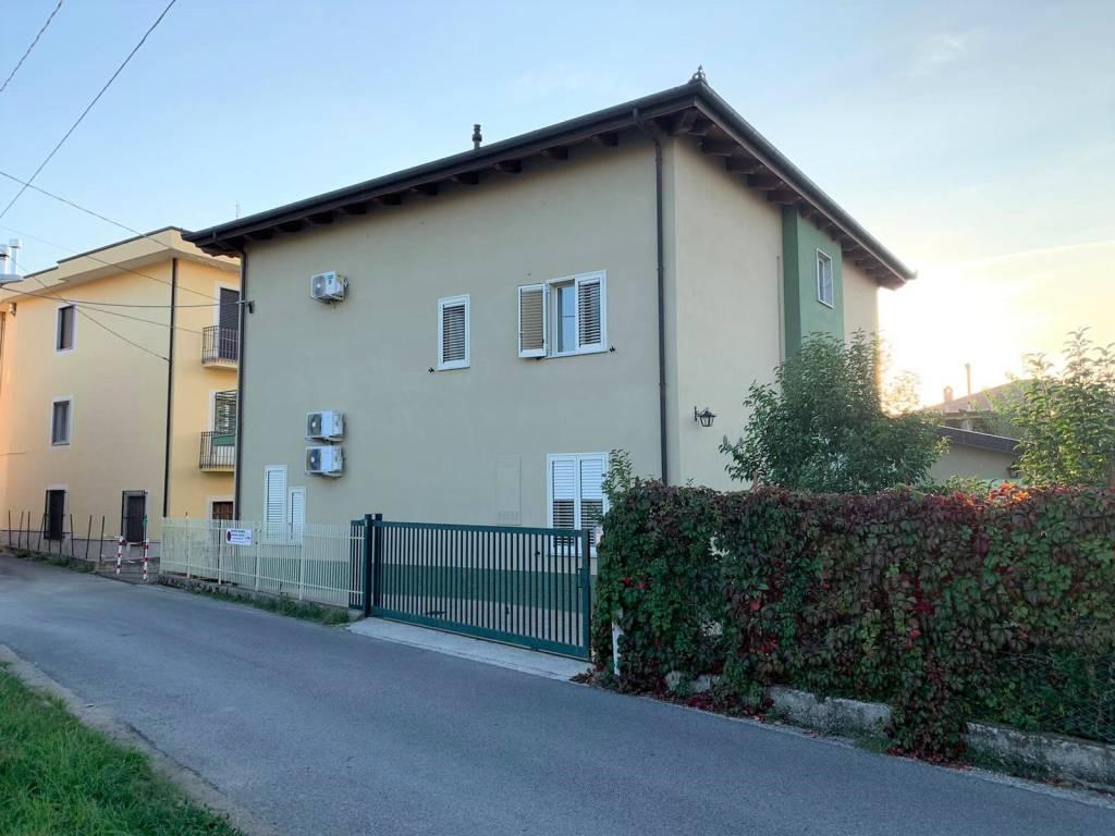 Appartamento in ottime condizioni arredato in affitto Rif. 8412244