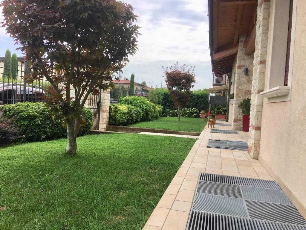 Villa in vendita a Travagliato, 6 locali, Trattative riservate | CambioCasa.it