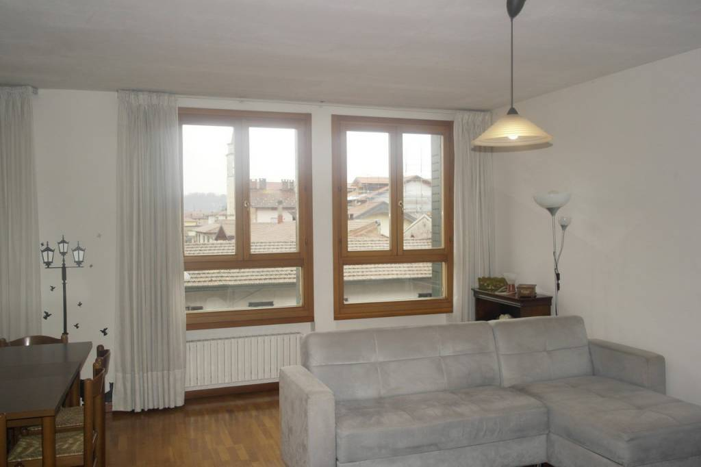 Appartamento in affitto a Besozzo, 2 locali, prezzo € 550   CambioCasa.it