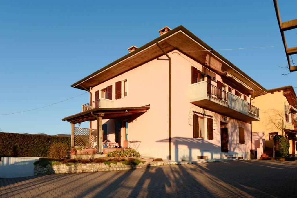 Appartamento in vendita a Negrar, 5 locali, prezzo € 205.000 | CambioCasa.it