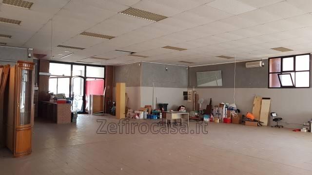 Negozio-locale in Affitto a San Giovanni In Persiceto Centro: 1 locali, 330 mq