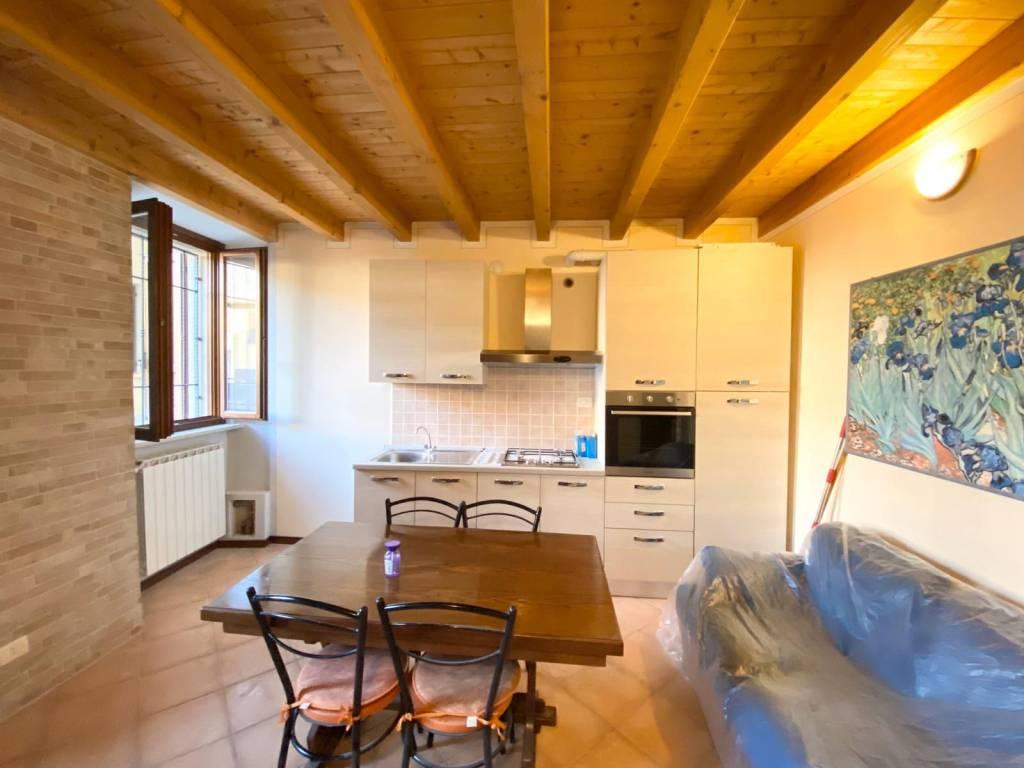 Appartamento in ottime condizioni arredato in affitto Rif. 8548779