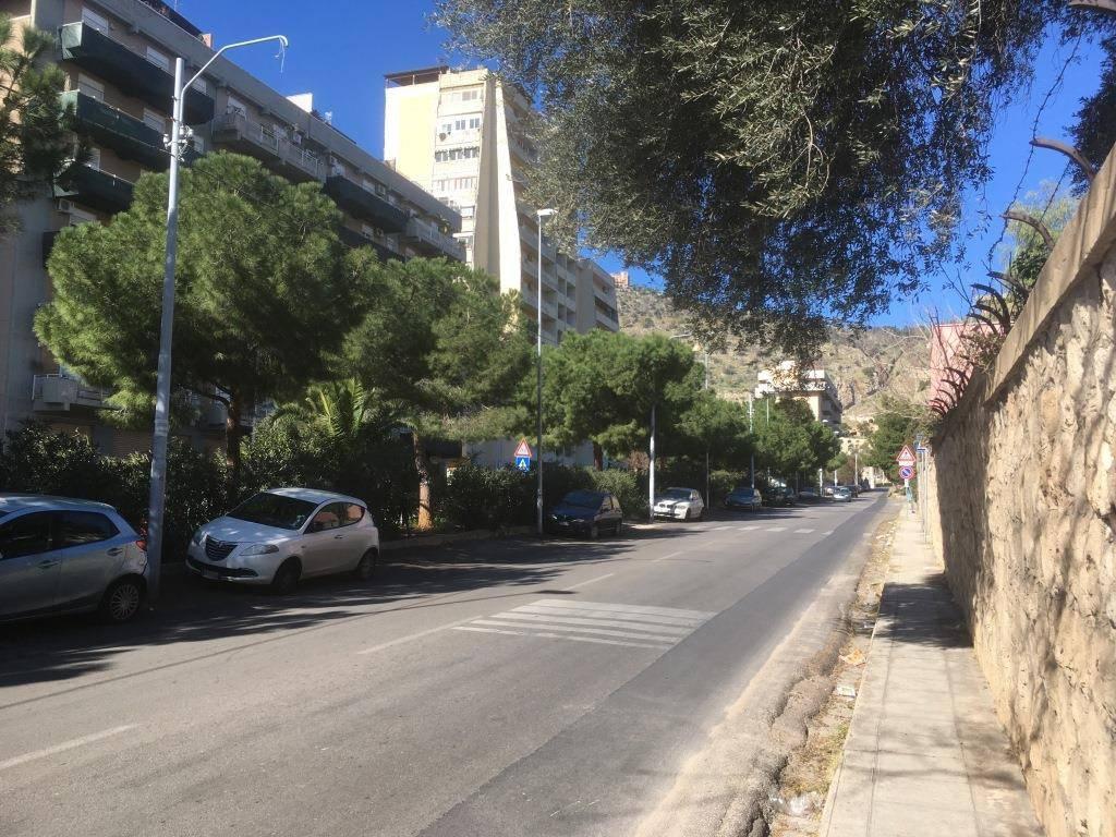Appartamento in Vendita a Palermo Semicentro: 2 locali, 55 mq