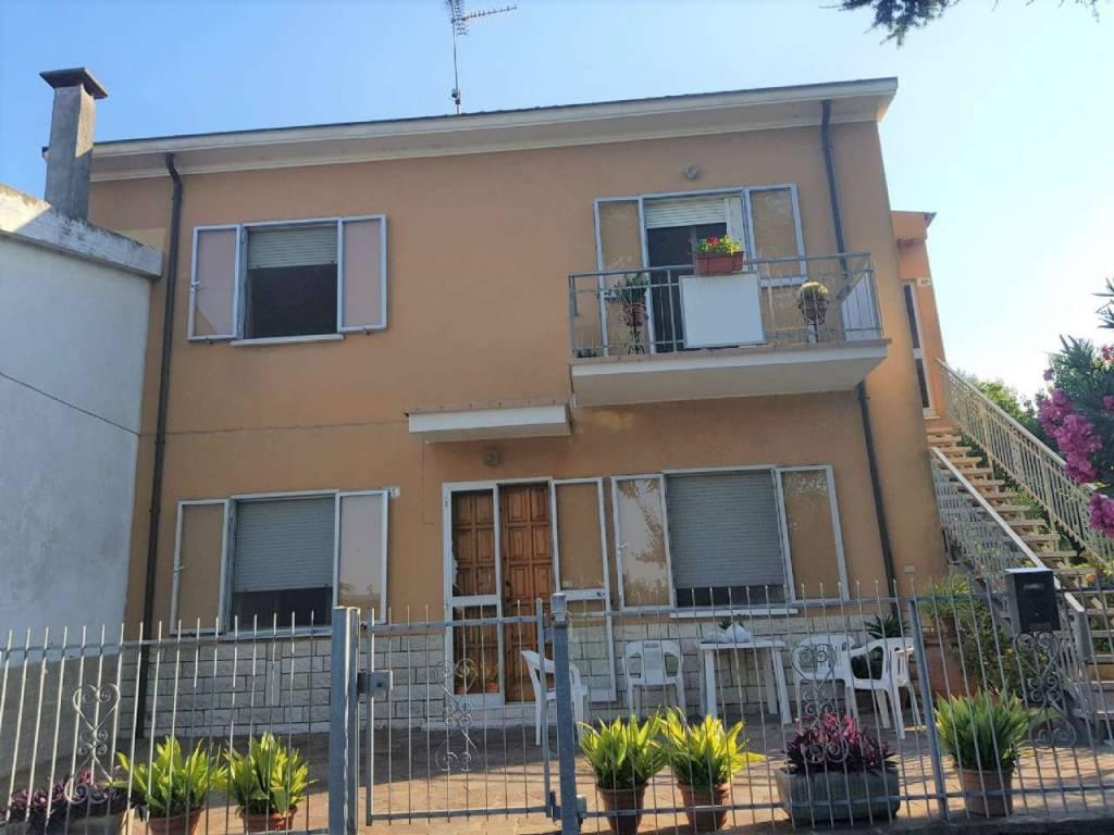 Soluzione Indipendente in vendita a Rimini, 6 locali, prezzo € 330.000 | CambioCasa.it
