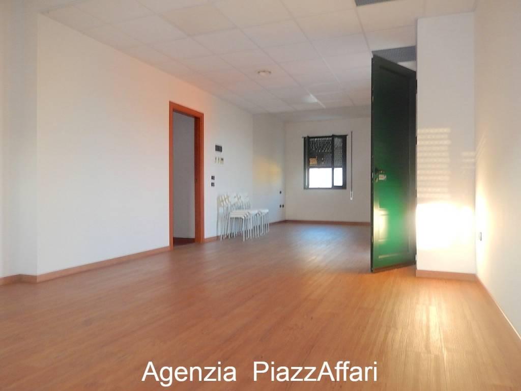 Ufficio / Studio in affitto a Polverara, 9999 locali, prezzo € 1.400   CambioCasa.it
