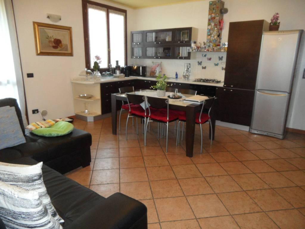 Appartamento in vendita a Brusaporto, 3 locali, prezzo € 149.000   CambioCasa.it