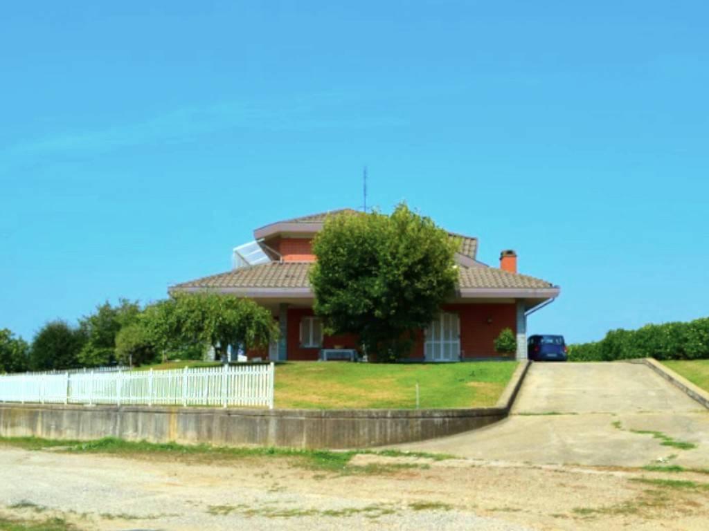 Villa in vendita a Cambiano, 9 locali, prezzo € 170.000 | PortaleAgenzieImmobiliari.it