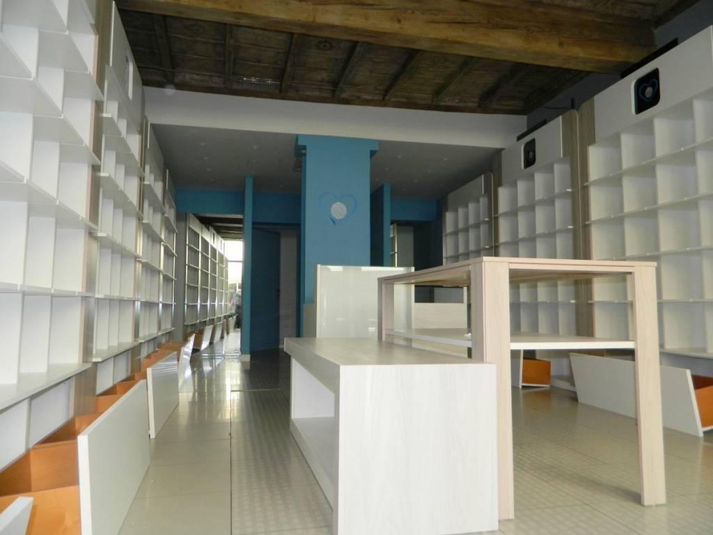 Negozio / Locale in affitto a Mantova, 1 locali, prezzo € 2.000 | PortaleAgenzieImmobiliari.it