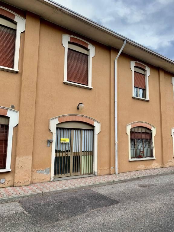 Appartamento in vendita a Castronno, 3 locali, prezzo € 85.000 | CambioCasa.it