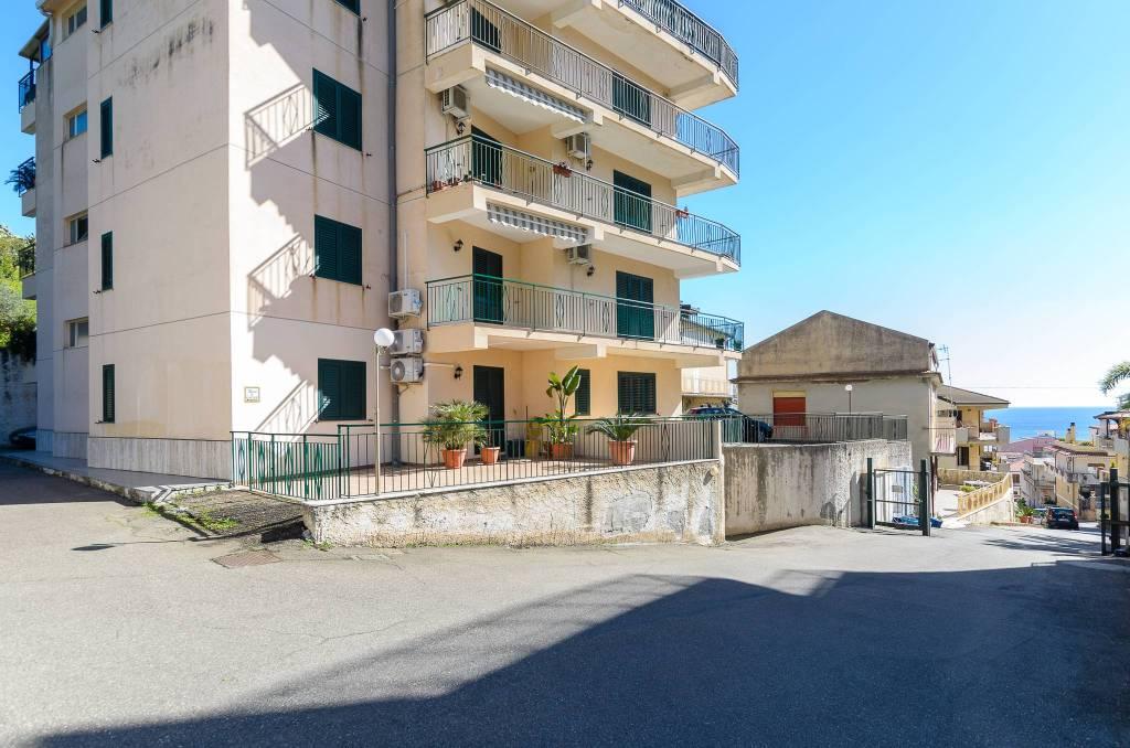 Appartamento in vendita a Santa Teresa di Riva, 3 locali, prezzo € 175.000 | CambioCasa.it