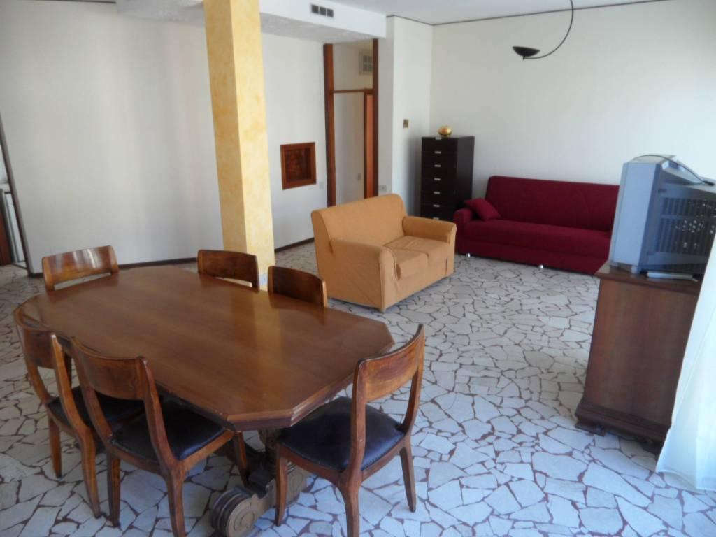 Appartamento in vendita a Seriate, 3 locali, prezzo € 132.000 | CambioCasa.it
