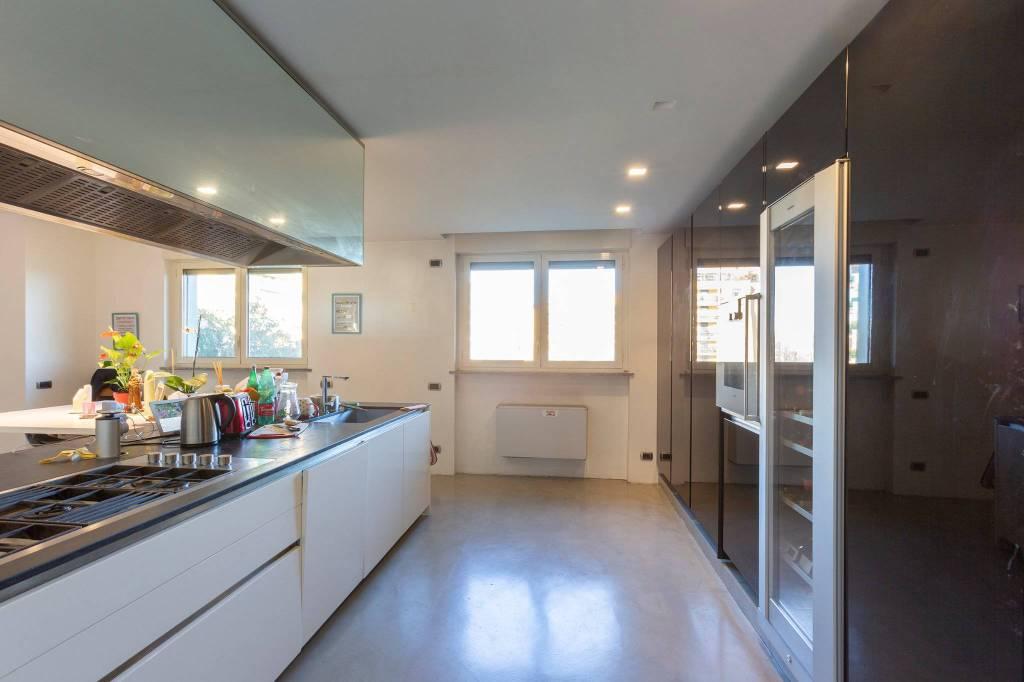 Appartamento in vendita a Segrate, 6 locali, prezzo € 870.000   CambioCasa.it