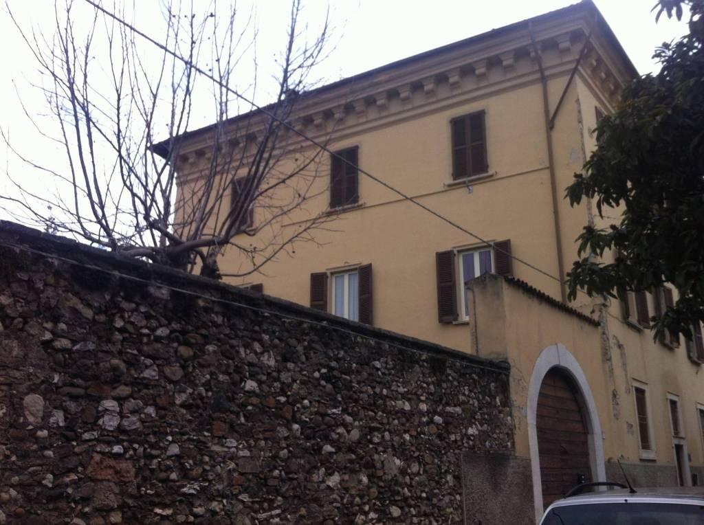 Appartamento in buone condizioni in affitto Rif. 5658185