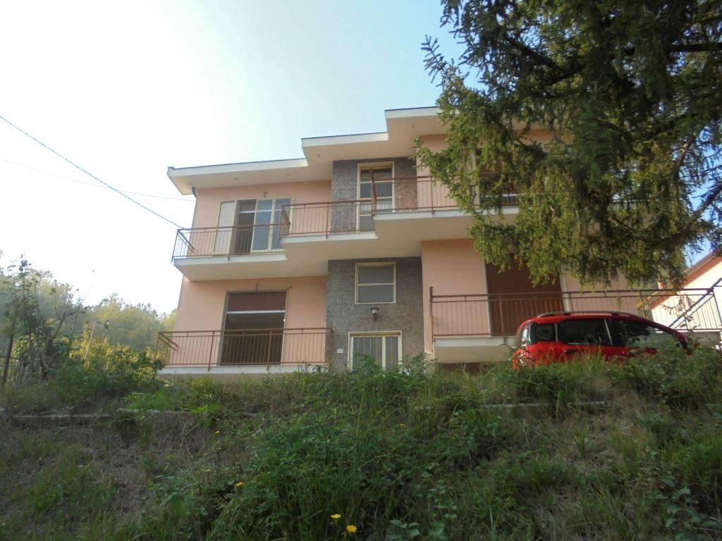 Appartamento in vendita a Ronco Scrivia, 15 locali, prezzo € 125.000 | PortaleAgenzieImmobiliari.it
