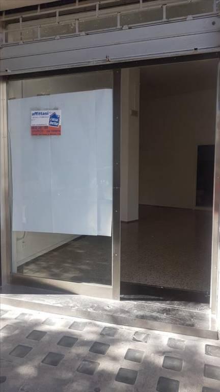 Negozio-locale in Affitto a Lecce Centro: 1 locali, 50 mq
