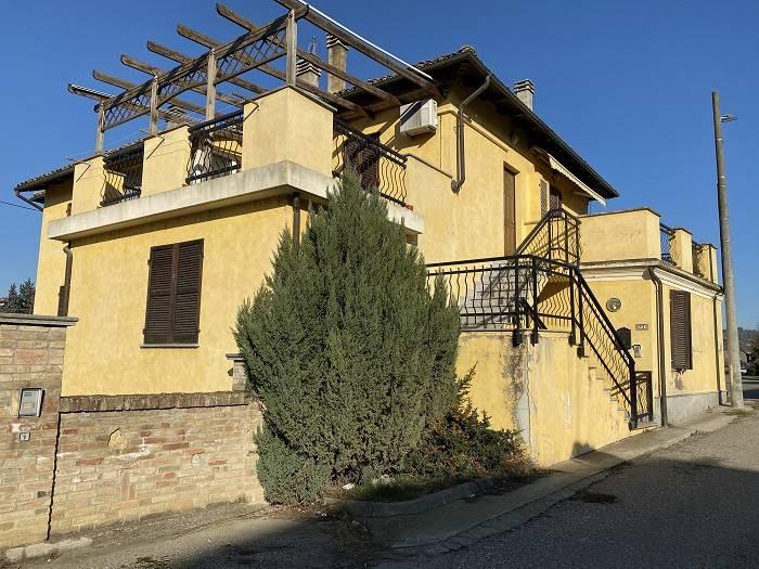 Appartamento in ottime condizioni in vendita Rif. 7060538