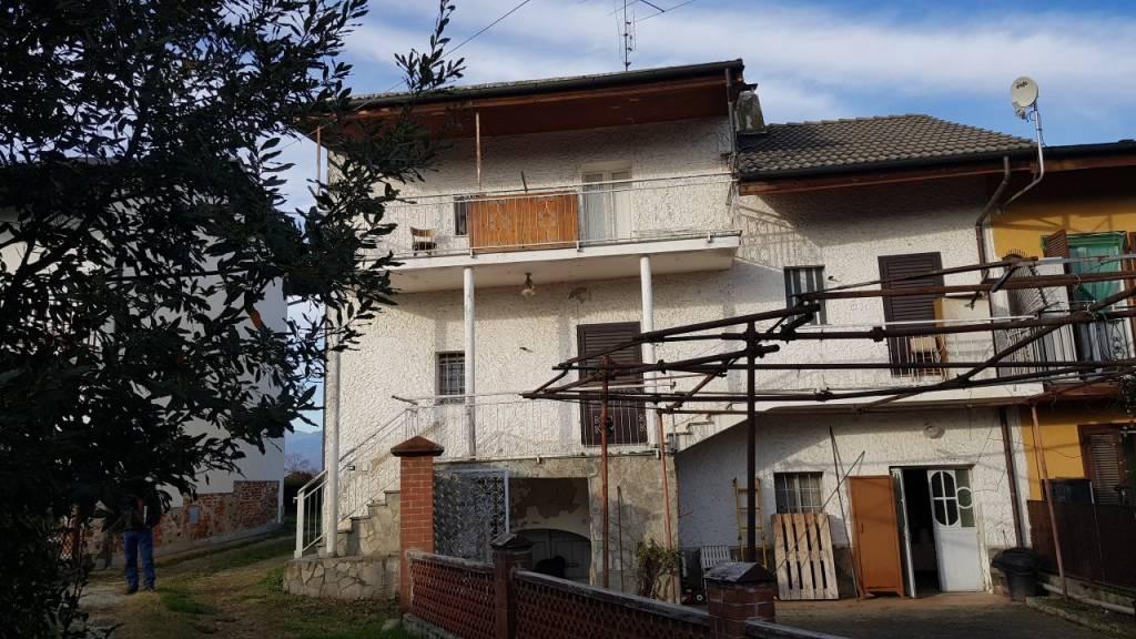 Rustico / Casale in vendita a Cavour, 5 locali, prezzo € 58.000 | PortaleAgenzieImmobiliari.it