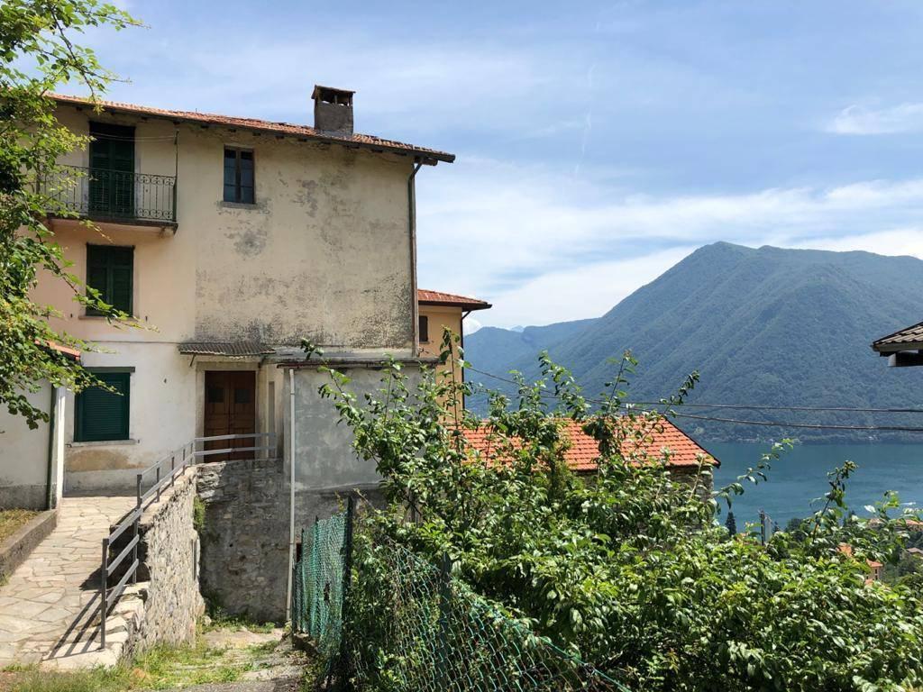 Rustico / Casale in vendita a Argegno, 4 locali, prezzo € 139.000 | CambioCasa.it