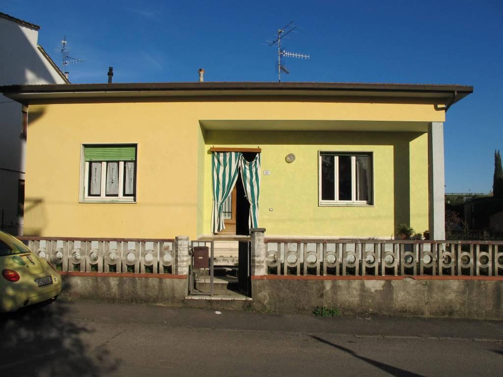 Villa in Vendita a Pistoia Semicentro: 4 locali, 104 mq