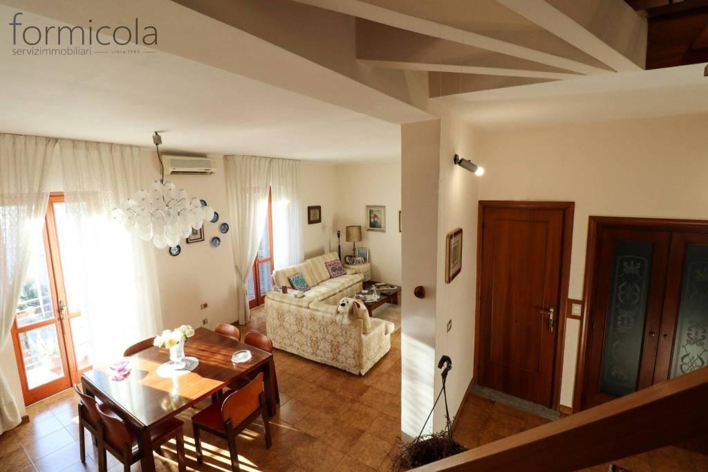 Appartamento in vendita a San Giorgio a Cremano, 6 locali, prezzo € 250.000 | CambioCasa.it