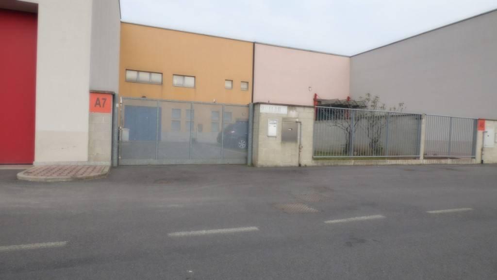 Capannone in vendita a Bollate, 9999 locali, prezzo € 370.000   PortaleAgenzieImmobiliari.it